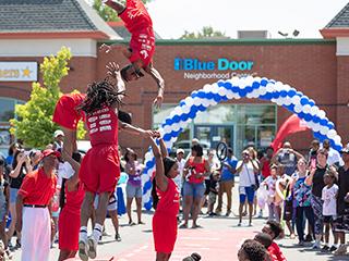 Blue Door Neighborhood Centercelebra los primeros 100 días
